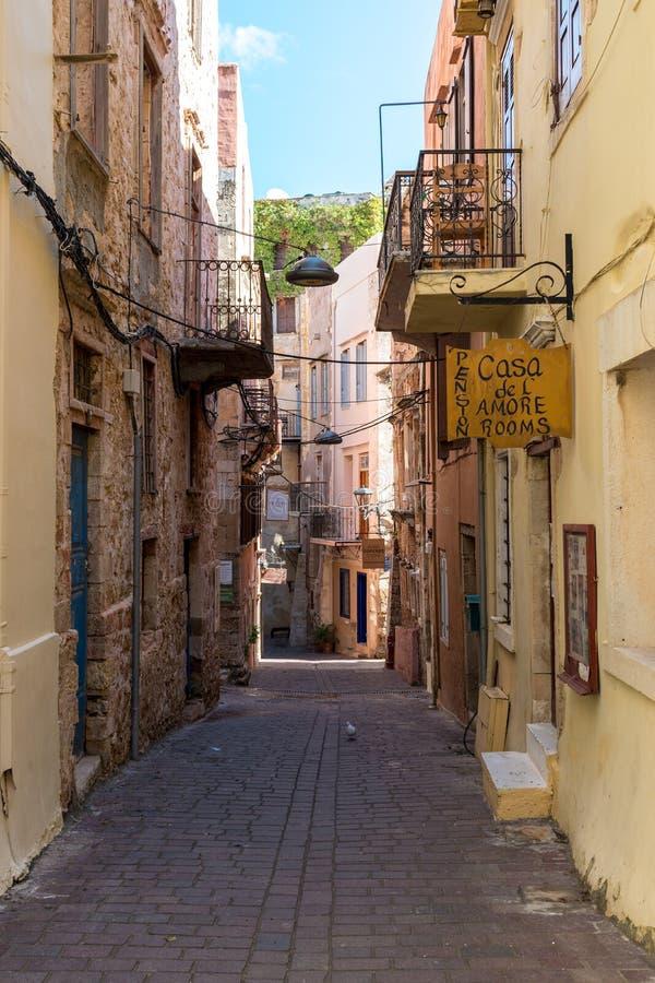 Chania, Крит - 4-ое ноября 2017: Красивая улица в Chania, c стоковое изображение