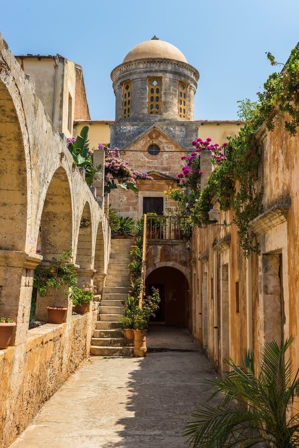 Chania, Grecia - agosto 2017: Monastero di Agia Triada Tzagaroli nella regione di Chania sull'isola di Creta, Grecia fotografia stock libera da diritti