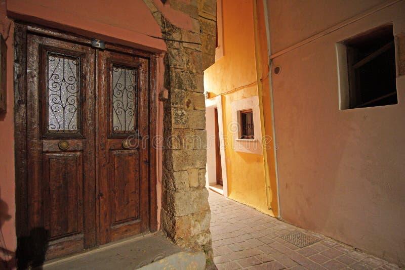 Chania, Kreta, 01 de Typische voorbeelden van Oktober 2018 van Kretenzische architectuur in de straten van het stadscentrum royalty-vrije stock afbeeldingen