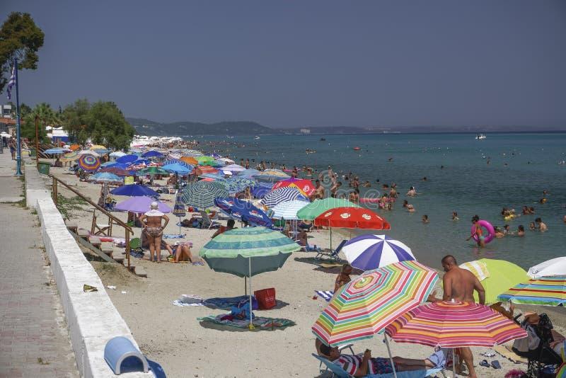 Chaniotis, λουόμενοι της Ελλάδας στην παραλία μια καυτή ημέρα στοκ εικόνα