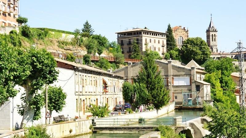 Channeling in de Llobregat-Rivier aangezien het door Gironella overgaat stock foto's
