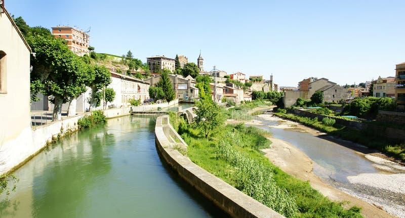 Channeling van de Llobregat-Rivier aangezien het door Gironella overgaat royalty-vrije stock afbeeldingen