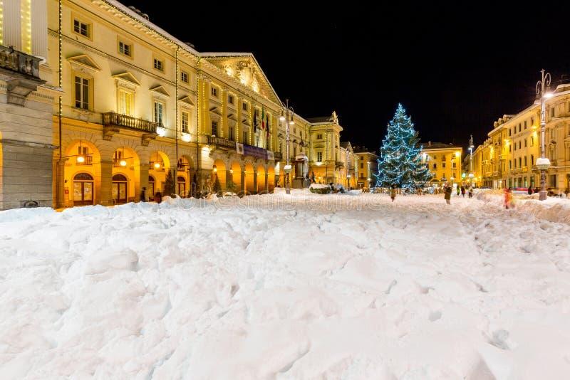 Chanouxvierkant en Stadhuis in centrum van Aosta, Italië stock foto's