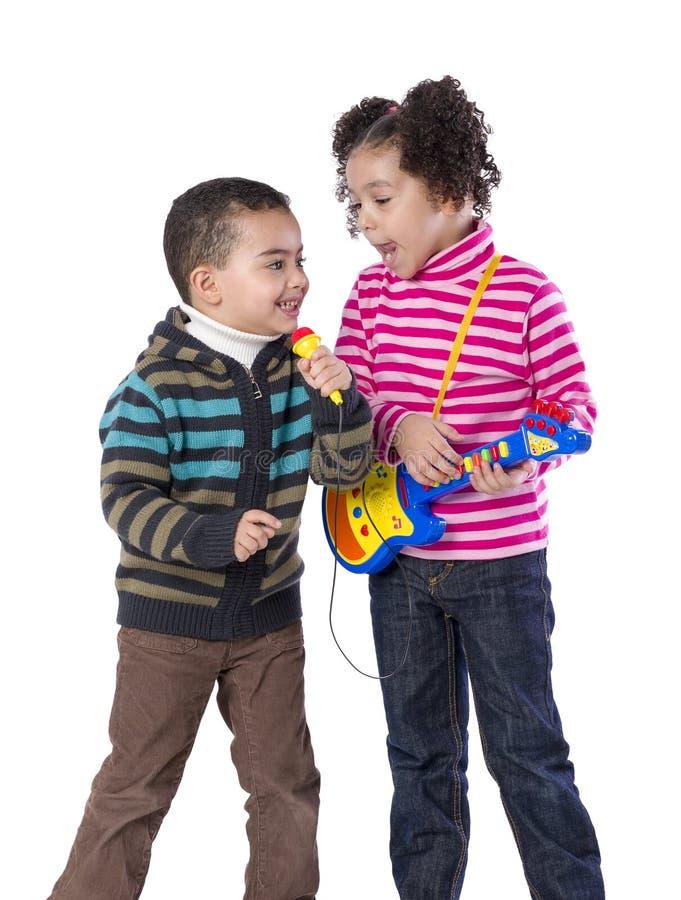 Chant adorable d'enfants images stock