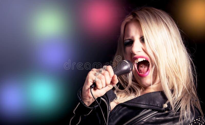 Chant blond de femme image stock