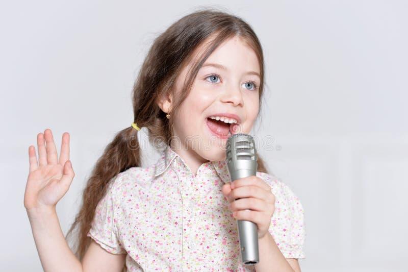 Chant mignon de petite fille photo stock