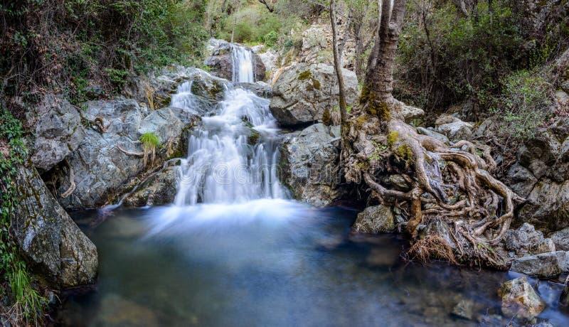 Chantara fällt in die troodos Berge 2 lizenzfreies stockbild