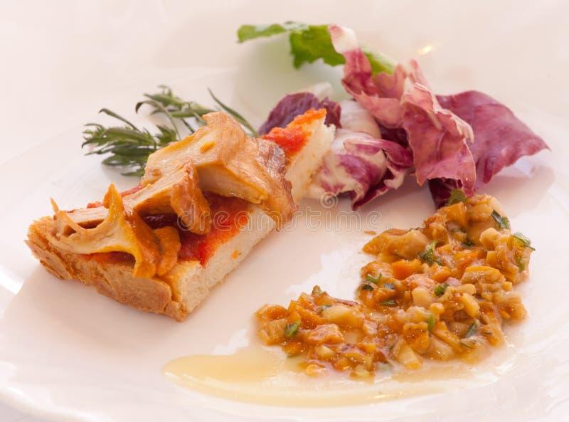Chantarelle-Pilz auf Toast stockfotografie