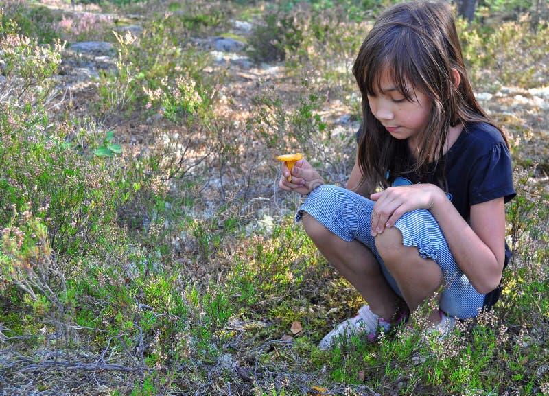 chanterelle νεολαίες κοριτσιών στοκ εικόνες