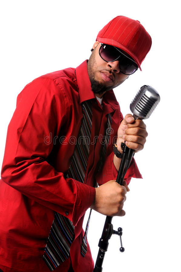 Chanteur avec le microphone de cru photo stock