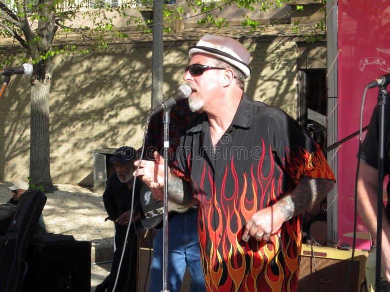 Chanteur de jazz au festival de fleur de cerise image stock