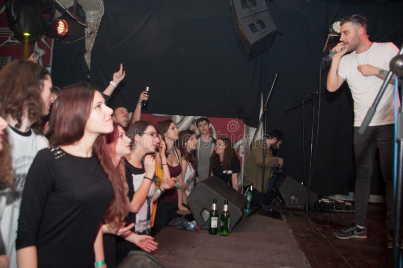 Chanteur et auditeurs photos libres de droits