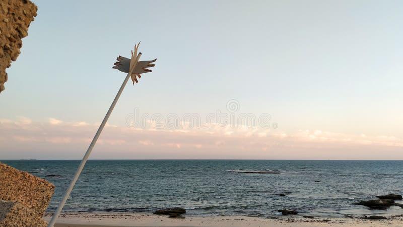 Chantez sur la plage au coucher du soleil photographie stock