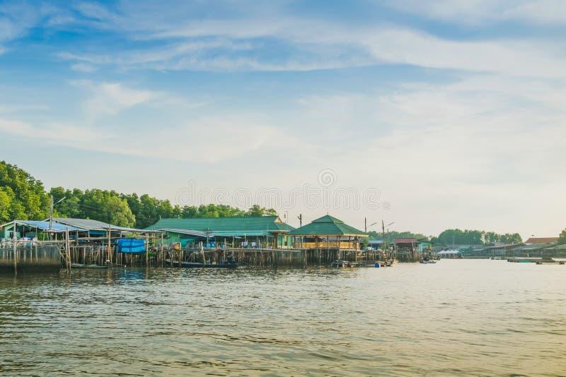 CHANTHABURI, TAJLANDIA: KWIECIE? 15, 2019 sceneria wioska rybacka ziemi wioska na Kwietniu 15,2019 przy uderzeniem Chan, Khlung, zdjęcia royalty free