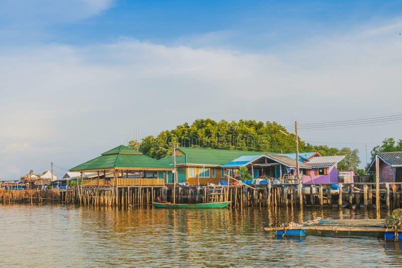 CHANTHABURI, TAJLANDIA: KWIECIE? 15, 2019 sceneria wioska rybacka ziemi wioska na Kwietniu 15,2019 przy uderzeniem Chan, Khlung, zdjęcie royalty free