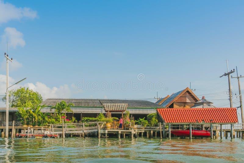 CHANTHABURI, TAJLANDIA: KWIECIE? 16, 2019 sceneria wioska rybacka ziemi wioska na Kwietniu 16,2019 przy uderzeniem Chan, Khlung, obraz stock