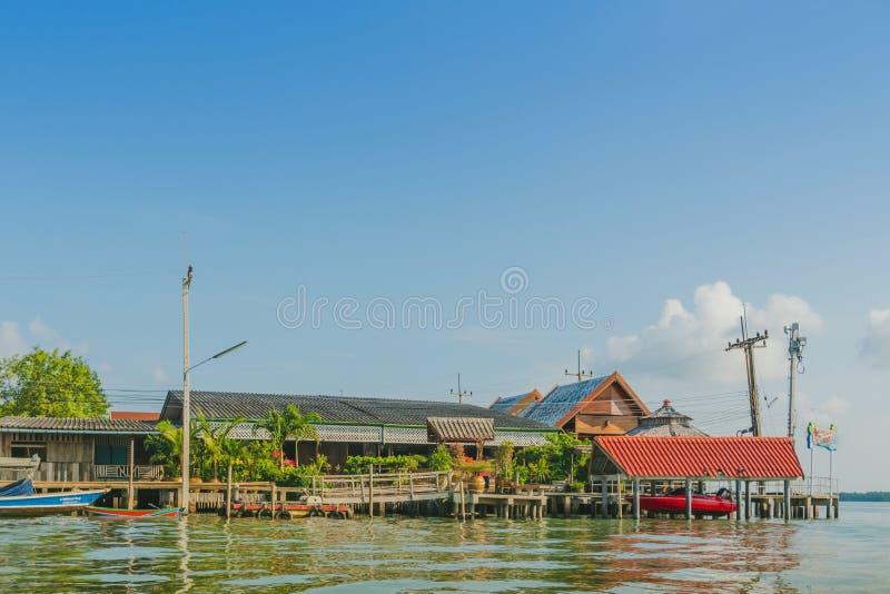 CHANTHABURI, TAJLANDIA: KWIECIE? 16, 2019 sceneria wioska rybacka ziemi wioska na Kwietniu 16,2019 przy uderzeniem Chan, Khlung, obrazy stock