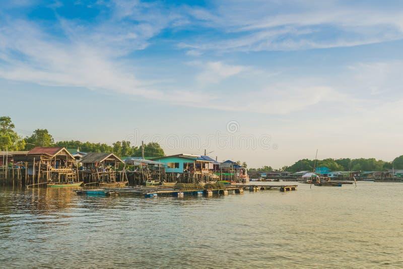 CHANTHABURI, TAJLANDIA: KWIECIE? 15, 2019 sceneria wioska rybacka ziemi wioska na Kwietniu 15,2019 przy uderzeniem Chan, Khlung, obrazy stock