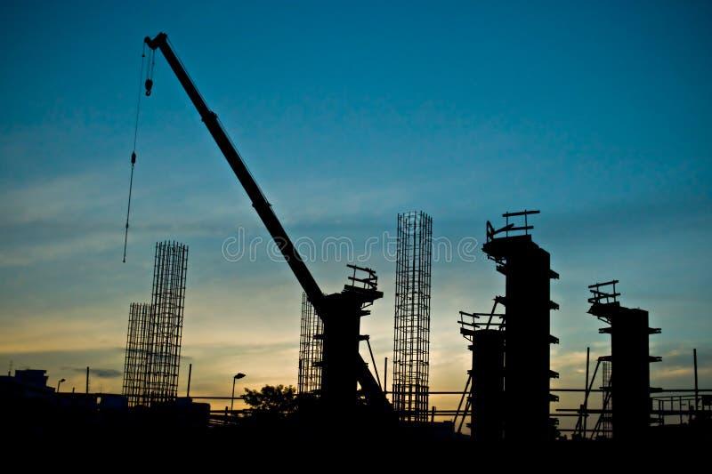 Chantier de construction au coucher du soleil images stock