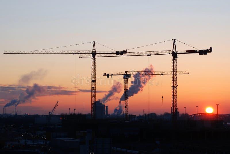 Chantier de construction au lever de soleil photos stock