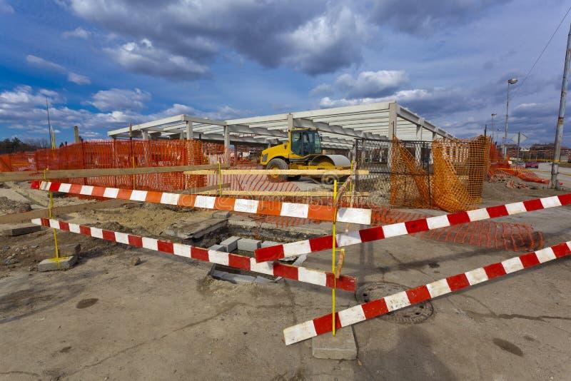 Chantier de construction avec la barrière de frontière de sécurité photo libre de droits