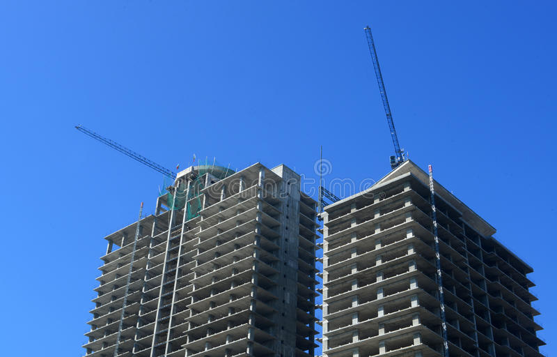 Download Chantier De Construction Avec La Grue à Tour Au-dessus Du Ciel Bleu, Septembre 30, 2014, Sofia, Bulgarie Photo stock - Image du usine, photo: 45372504