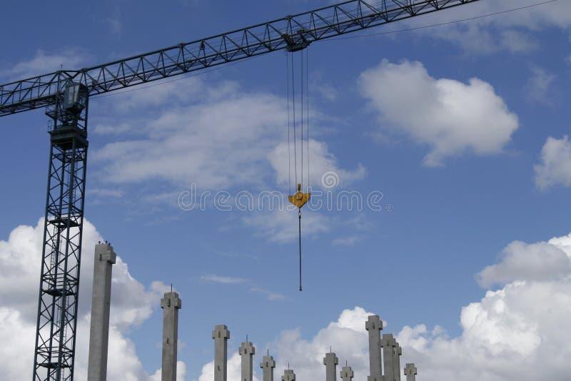 Chantier de construction avec la grue images stock