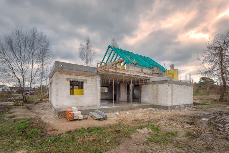 Chantier de construction d'une maison unifamiliale photographie stock