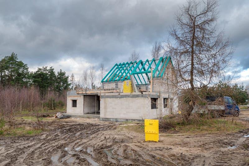 Chantier de construction d'une maison unifamiliale images stock