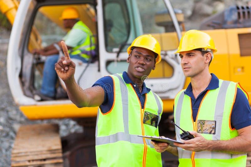 Chantier de construction de collègues photos stock