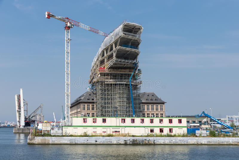 Chantier de construction de nouveau bureau moderne de port dans le port d'Anvers, Belgique photographie stock