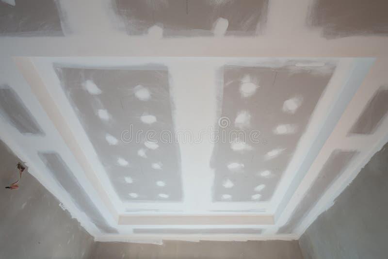 Chantier de construction de plafond de panneau de gypse photographie stock