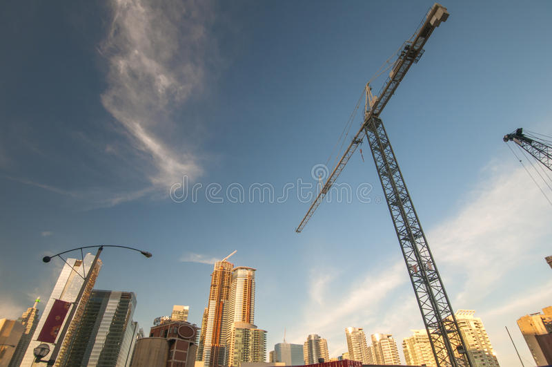 Chantier de construction de ville de Toronto avec des grues photos stock