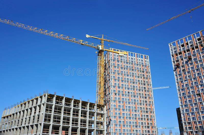 Chantier de construction de grue et de highrise image libre de droits