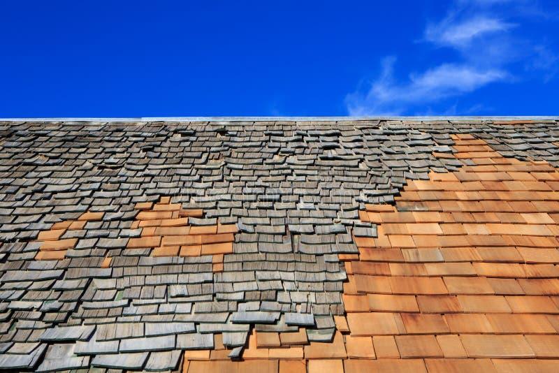 Chantier de construction de toit Retrait du vieux toit, remplacement avec du Ne photographie stock libre de droits