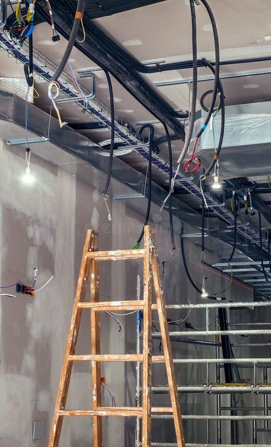Chantier intérieur de construction avec le système de ventilation photo libre de droits
