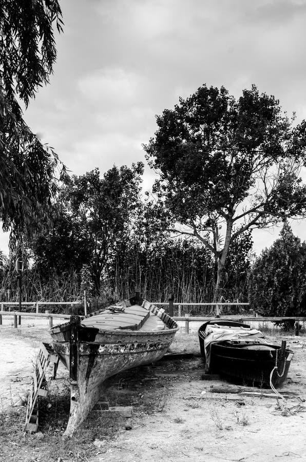 Chantier naval en noir et blanc photos stock