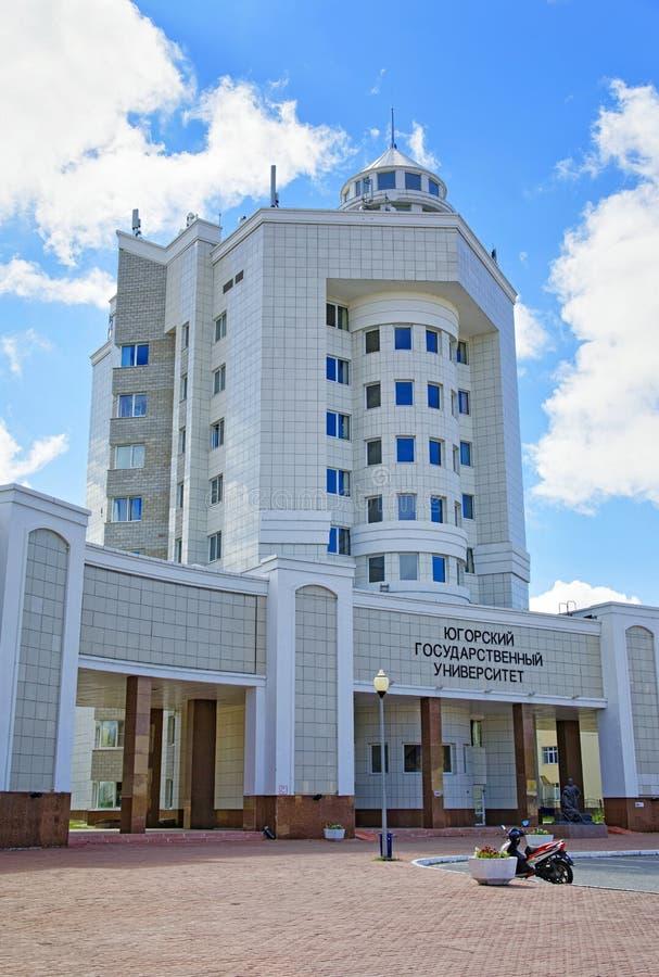 Chanty-Mansijsk, costruzione centrale dell'università di Stato di Ugra fotografie stock libere da diritti