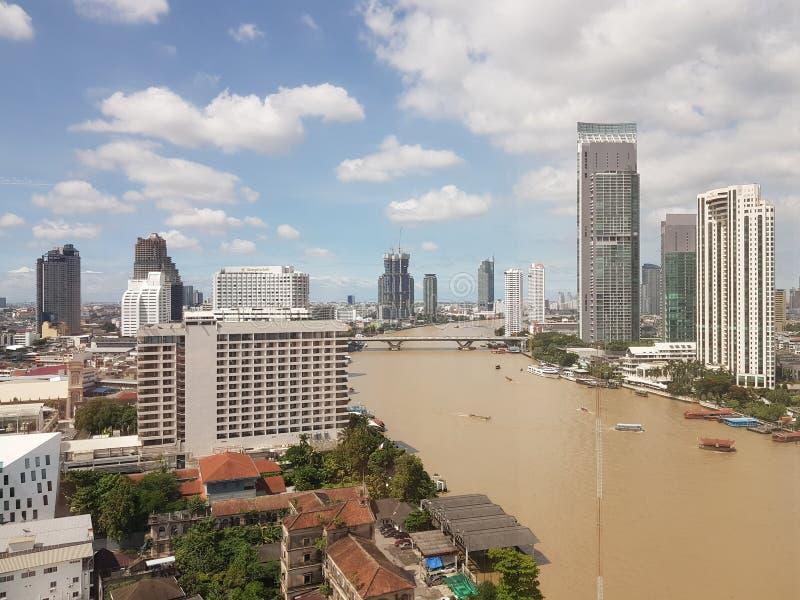 chao γεφυρών της Ασίας Μπανγκόκ πέρα από τη pharay όψη της Ταϊλάνδης όχθεων ποταμού ποταμών στοκ εικόνες με δικαίωμα ελεύθερης χρήσης