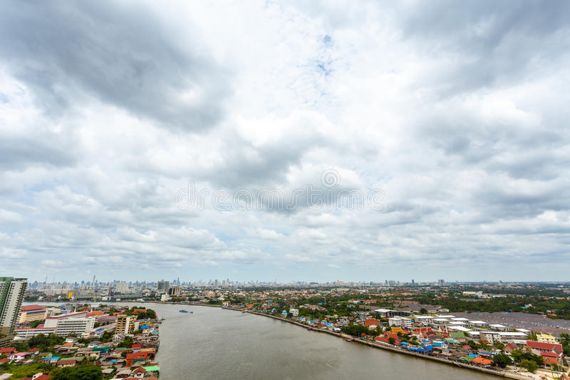 Chao Phraya flodBangkok cityscape Thailand royaltyfria bilder