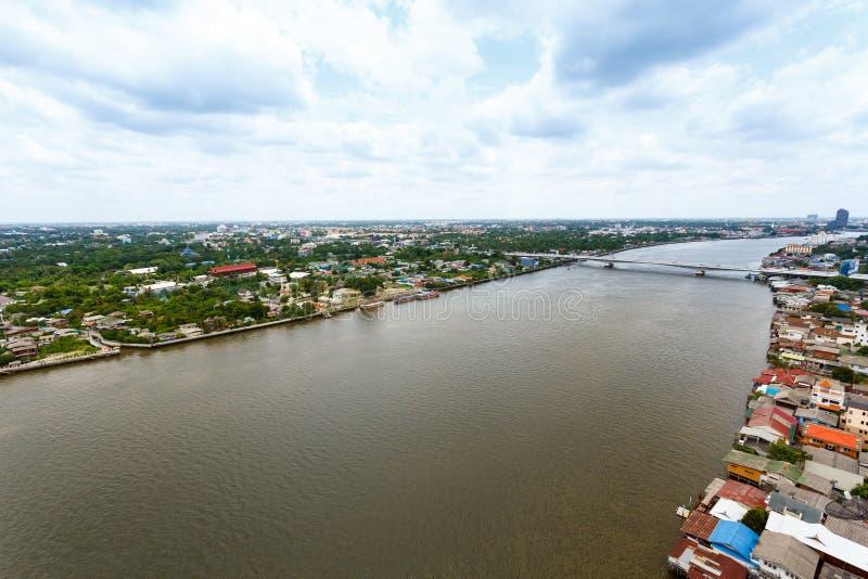 Chao Phraya flodBangkok cityscape Thailand royaltyfri foto