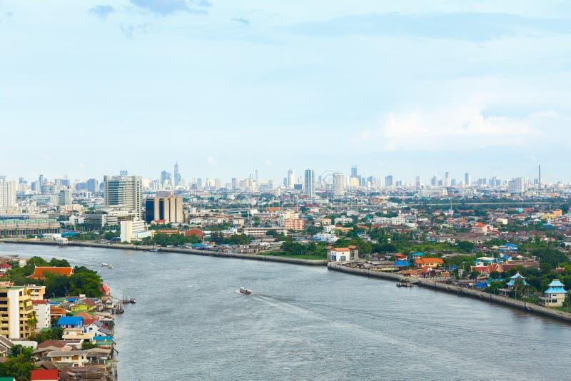 Chao Phraya flodBangkok cityscape Thailand arkivbilder