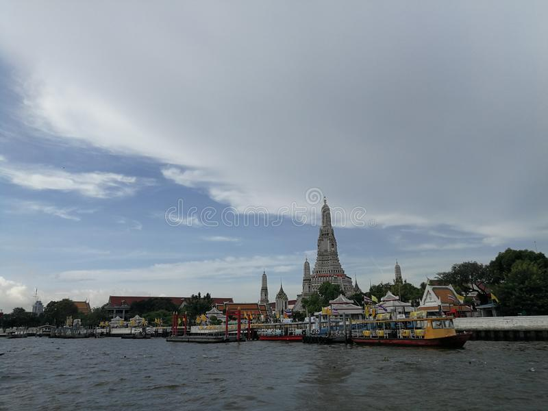 The Chao Phraya River and the ferry to Wat Arun Ratchawararam royalty free stock photos