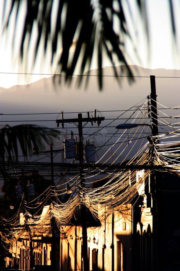 Chaos de câble contre le plaisir d'après-midi photos libres de droits