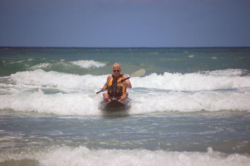 Chaos de kayak dans la vague déferlante #72 photo stock