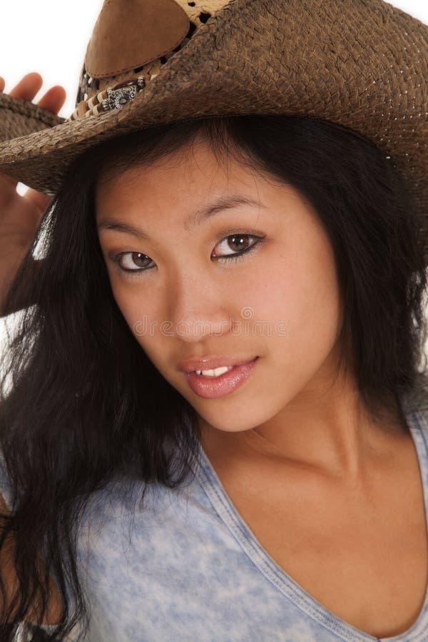 Chapéu alto azul da mulher asiática sério imagem de stock royalty free