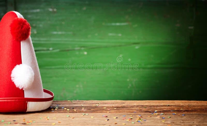 Chapéu cônico vermelho e branco colorido dos palhaços fotos de stock royalty free