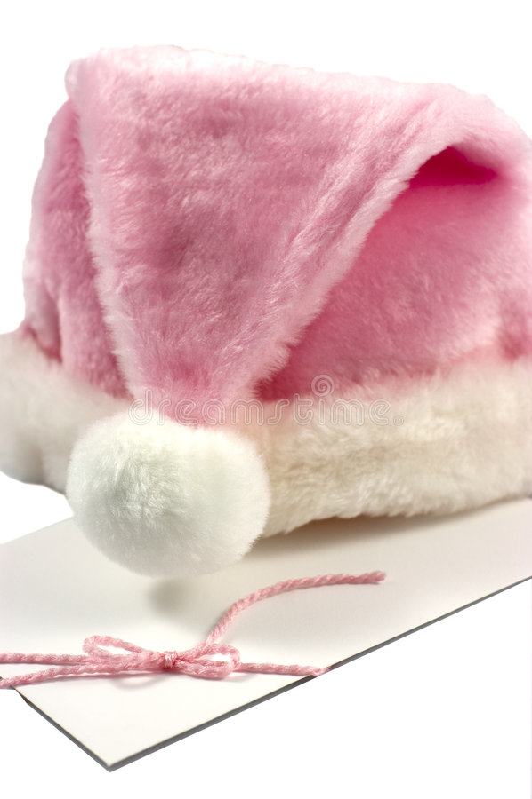Chapéu cor-de-rosa de Santa no envelope branco foto de stock