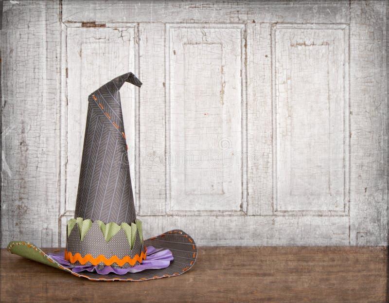 Chapéu das bruxas com fundo do grunge foto de stock