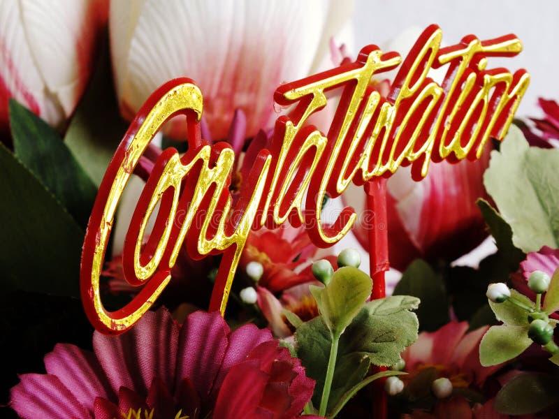 Chapéu de coco das felicitações com fim do ramalhete da flor acima imagem de stock